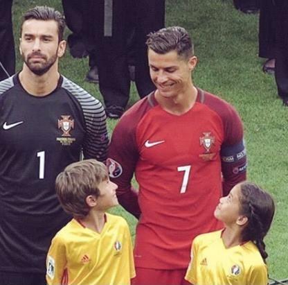 Cristiano Ronaldo devolve o sorriso