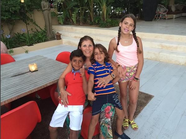 Dolores Aveiro e família