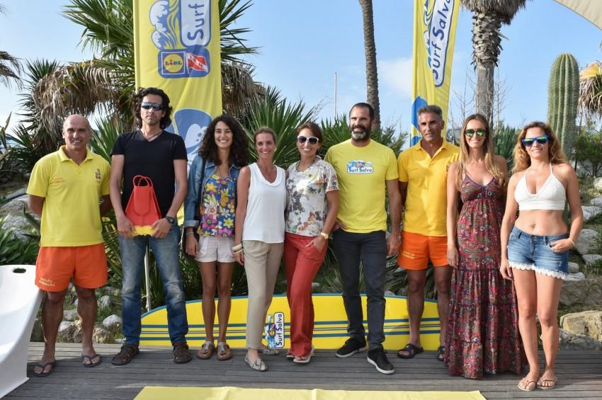 Pedro Lima, padrinho do projeto 'Surf Salva', na companhia de outros famosos