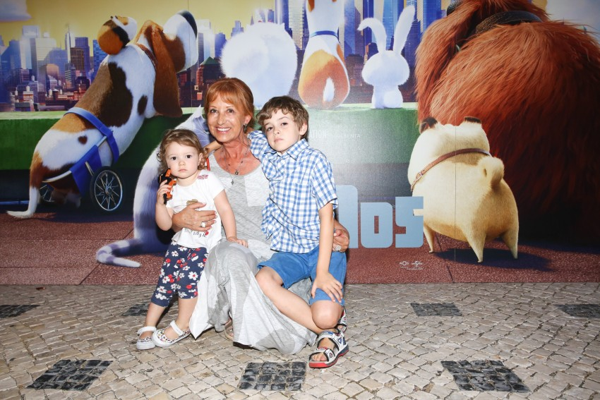 Isabel Medina com os netos