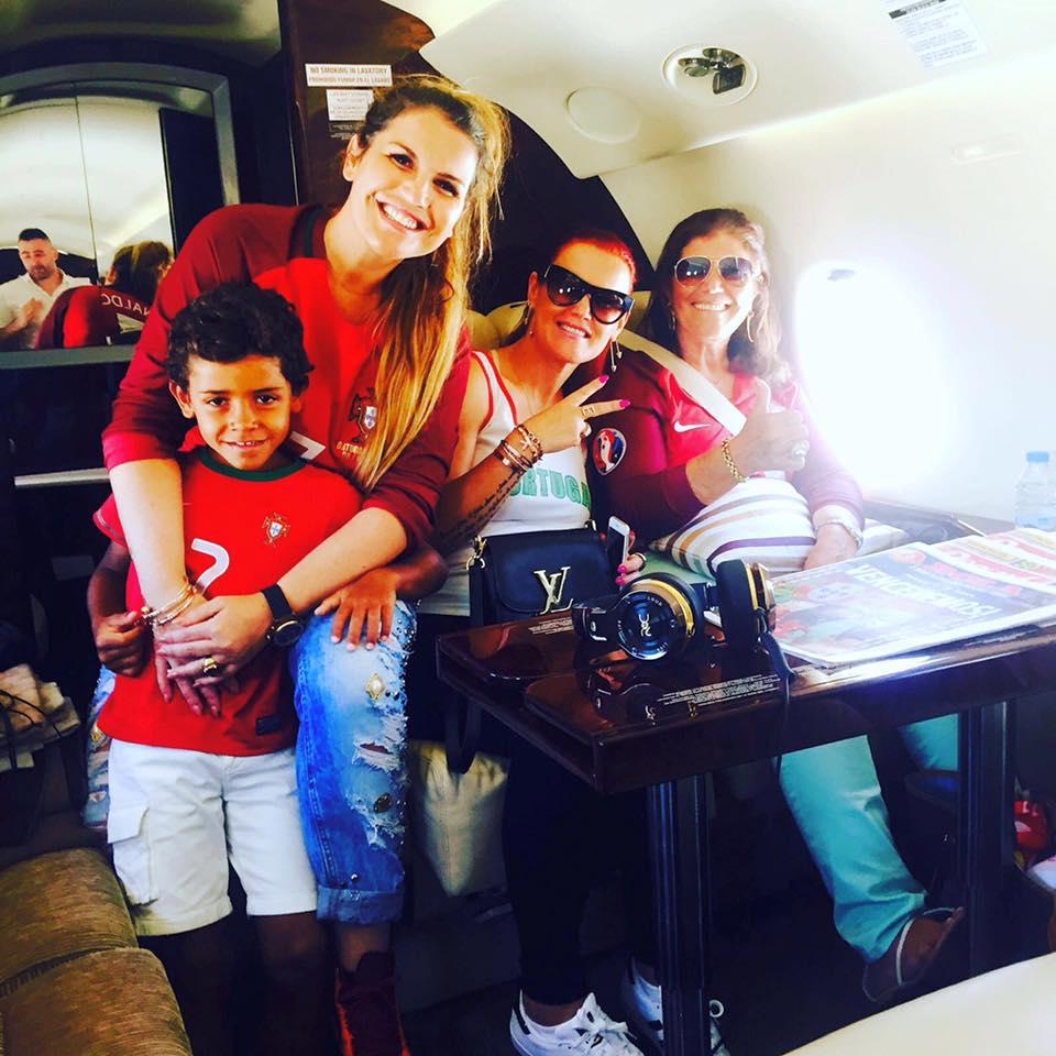 Kátia Aveiro e família