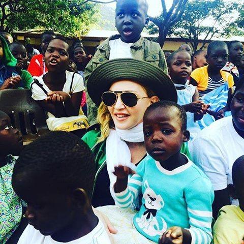 Madonna com o filho David no Malawi