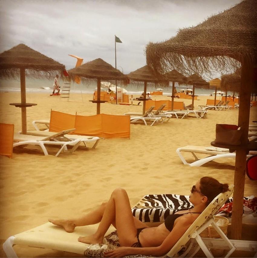 Maria João Bastos na praia