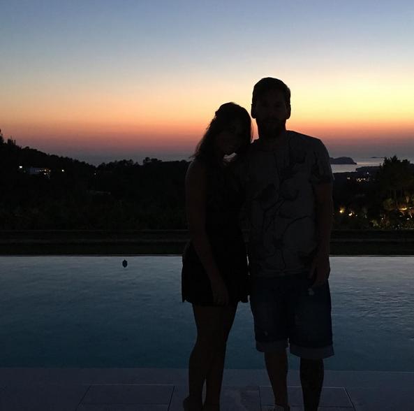 O jogador argentino e a a mulher Antonella Roccuzzo