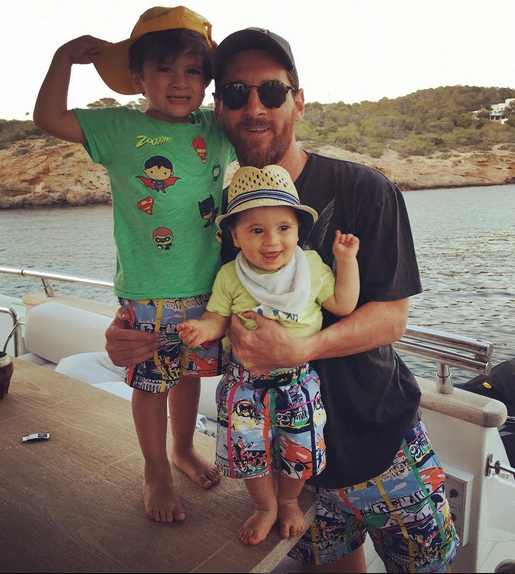 Leo Messi e os dois filhos Thiago e Mateo