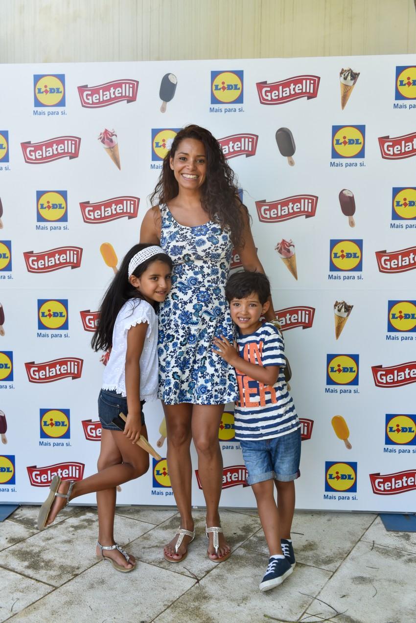 Mónica com os filhos, Kenzo e Mia