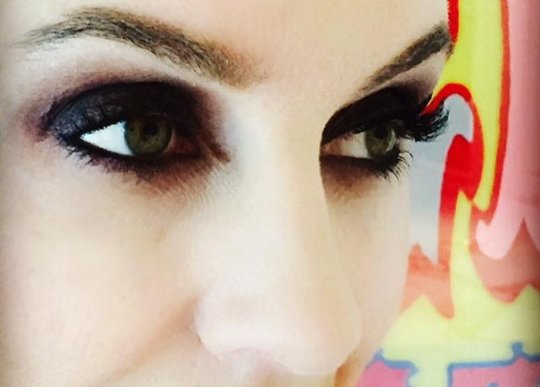 Olhos de Katy Stoka com One Two Lash