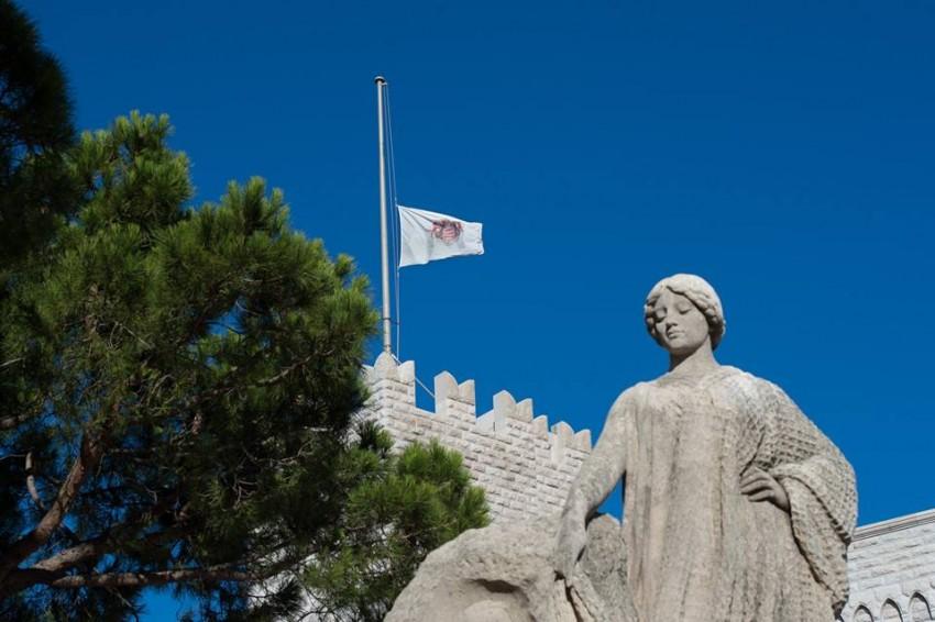 Bandeira do Palácio Real do Mónaco foi posta a meia-haste