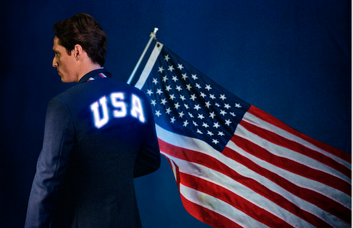 Ralph Lauren apostou no primeiro casaco luminoso do evento