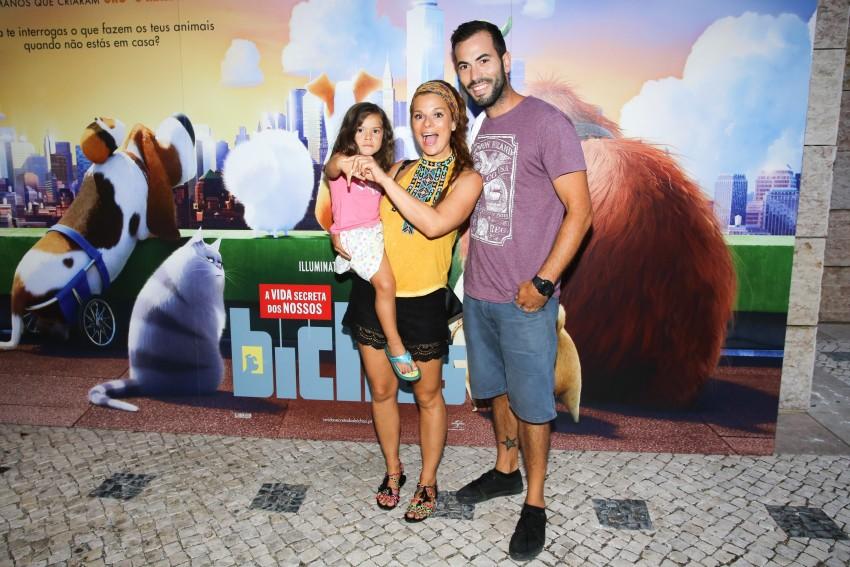 Rita Mendes e Hugo Caetano com a filha