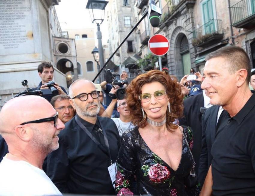 A atriz italiana Sophia Loren foi uma das convidadas especiais no desfile