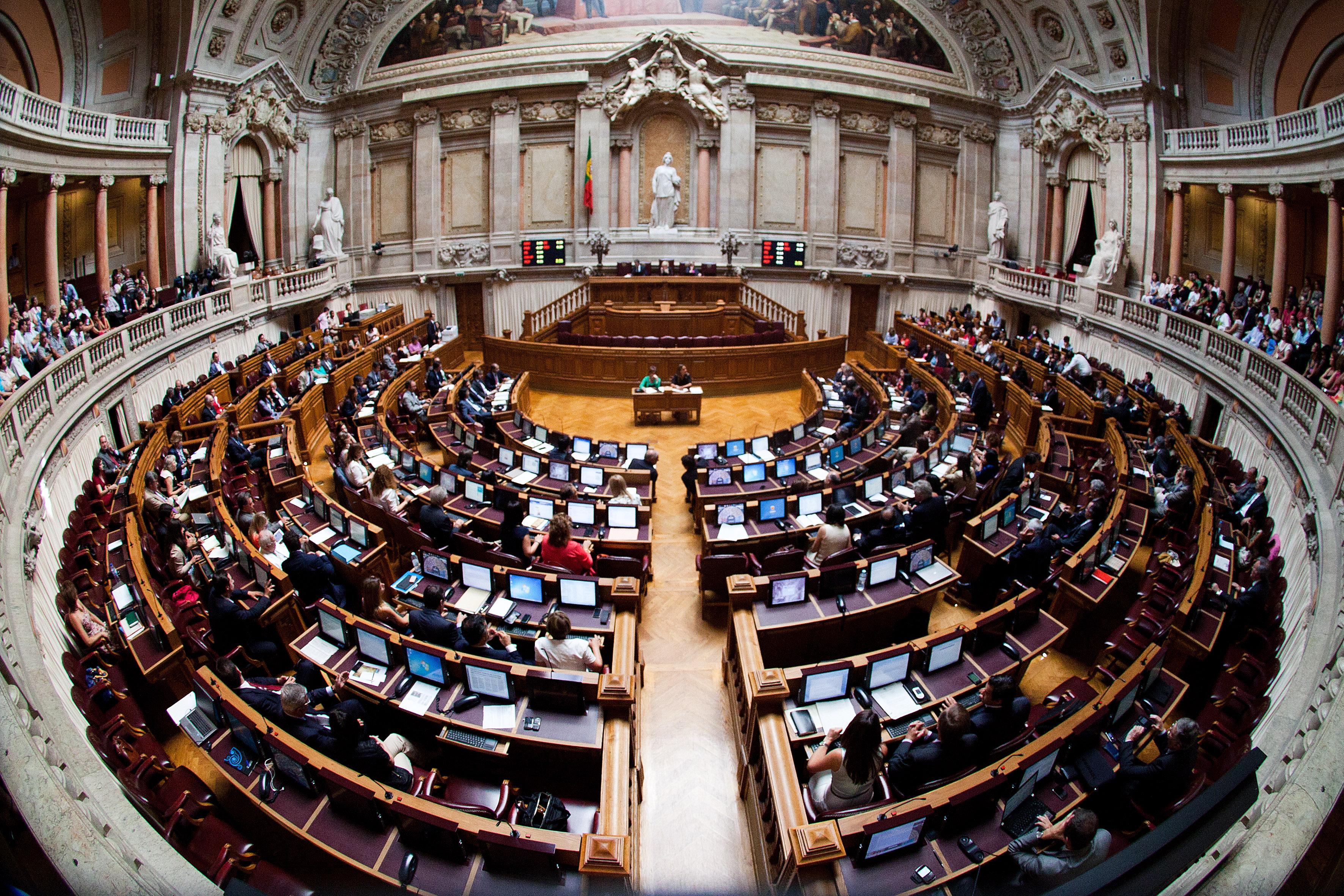 Subvenções: 330 políticos com reformas douradas