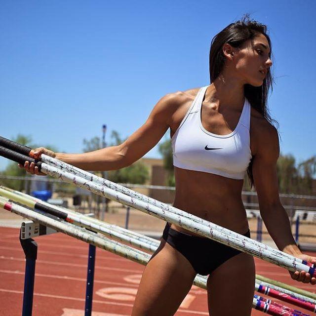 Allison Stokke dos Estados Unidos no Salto com Vara