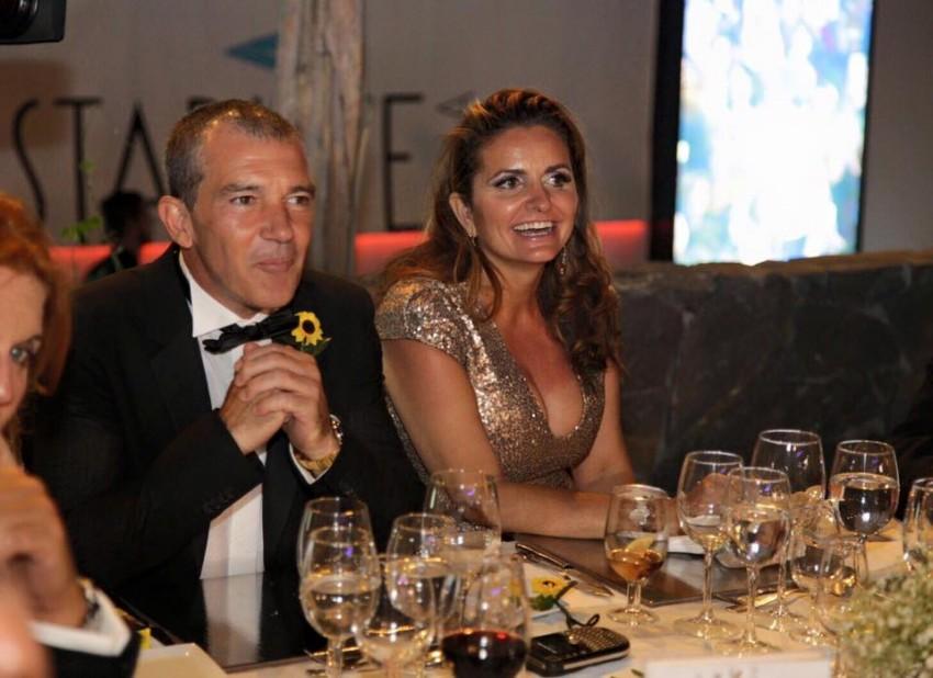 Os anfitriões da festa: Antonio Banderas e Sandra García-Sanjuán