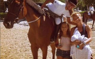 Bárbara Norton de Matos e filhas