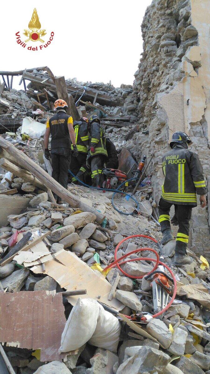 Buscas sismo Itália Amatrice