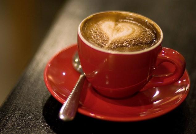 chavena-cafe-coracao-desenhado