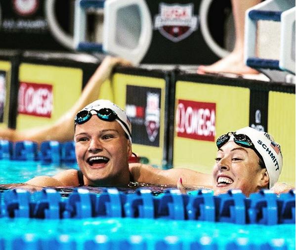 Cierra Runge (à esquerda na imagem), campeã da natação no Rio na prova 4 x 200 metros livres