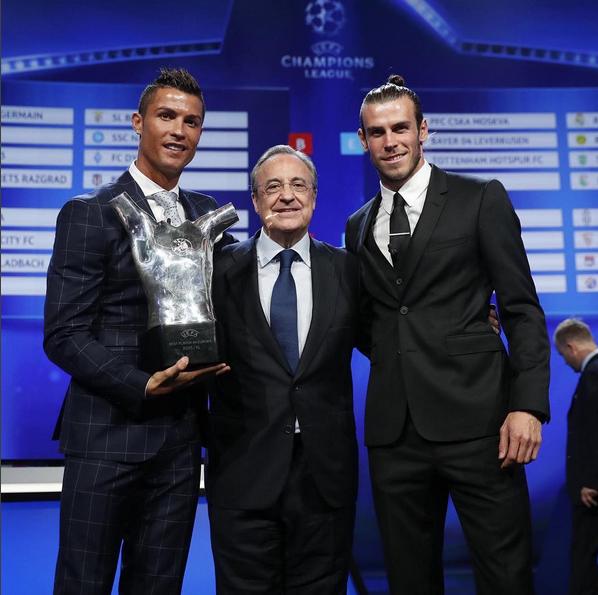 Cristiano Ronaldo e Gareth Bale Prémio Melhor Jogador UEFA 9.jpg