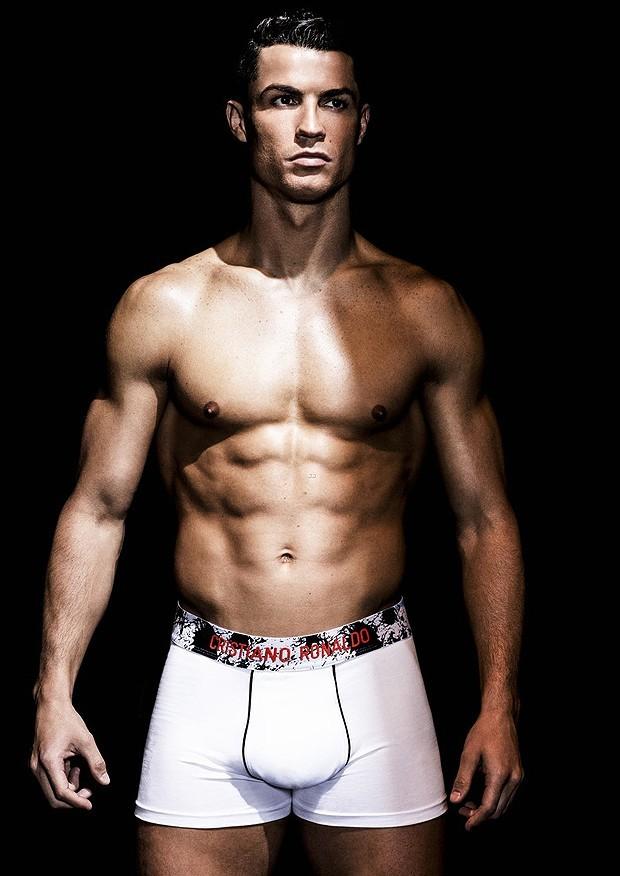 cristiano-ronaldo-models-underwear-01