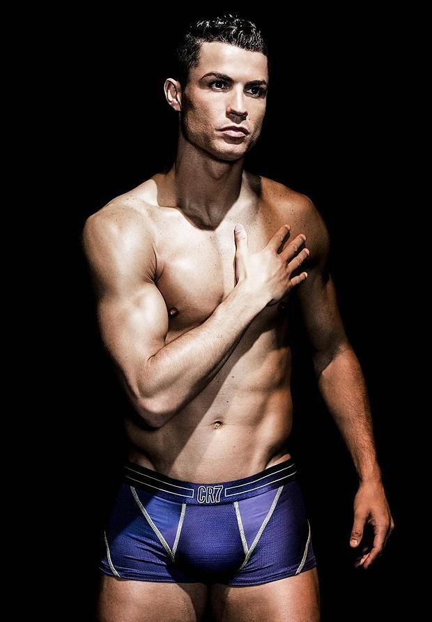 cristiano-ronaldo-models-underwear-02
