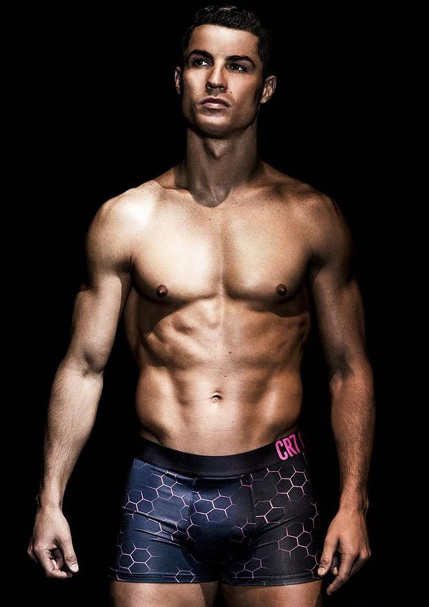 cristiano-ronaldo-models-underwear-04
