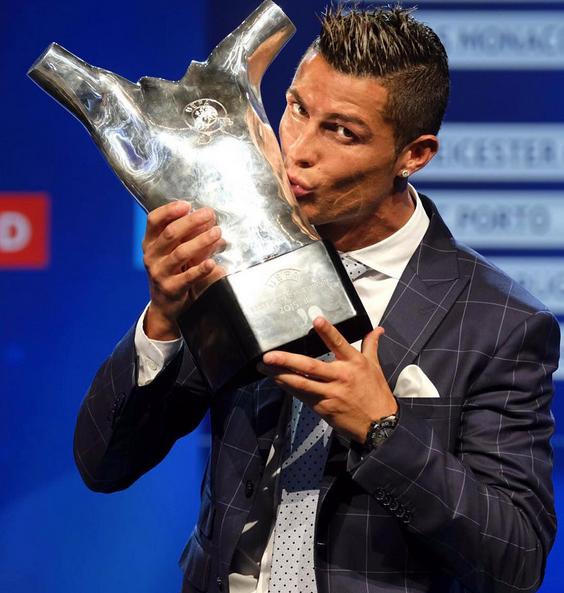 Cristiano Ronaldo Prémio Melhor Jogador UEFA 5.jpg