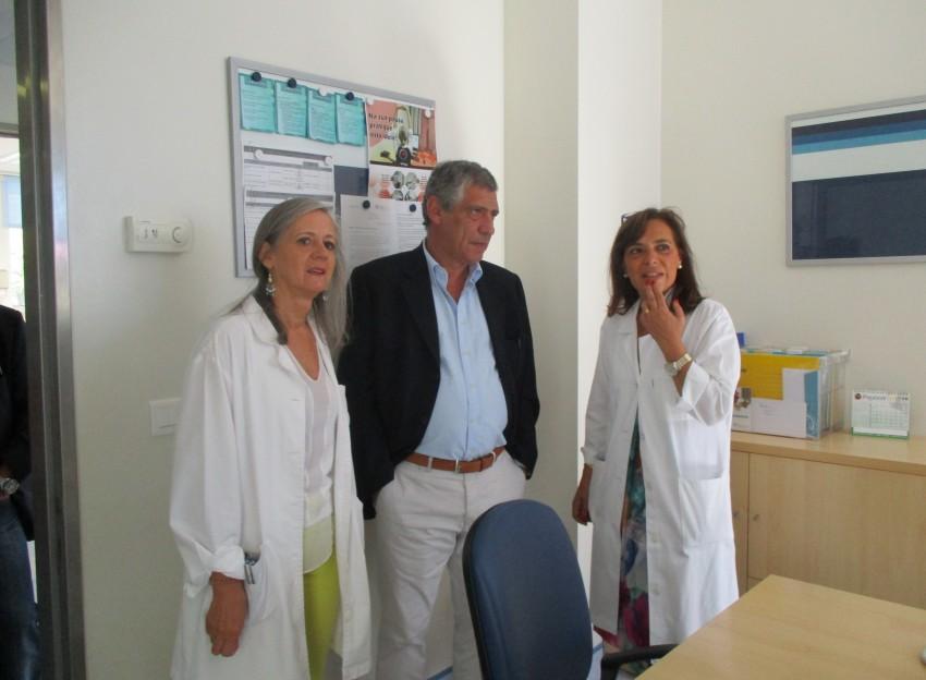 Com a enfermeira diretora do IPO-Porto, Isabel Sequeira (à esquerda) e Matilde Ribeiro, diretora do serviço de Cirurgia Plástica e Reconstrutiva (à direita)