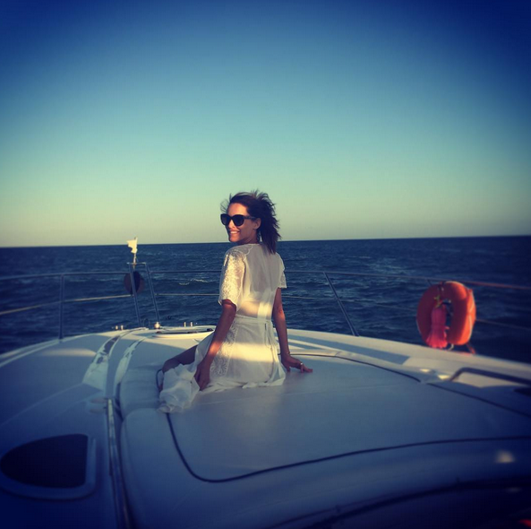 A bordo de um barco com vários amigos