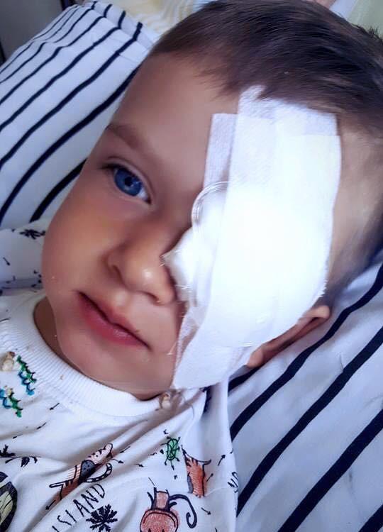 Olek é uma criança polaca que sofre de retinoblastoma