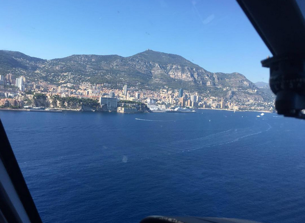 A vista do principado no helicóptero