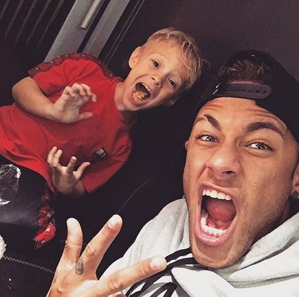 Neymar e filho Davi Lucca 4