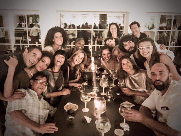 Paula Neves partilhou a fotografia do jantar do elenco, no final das gravações