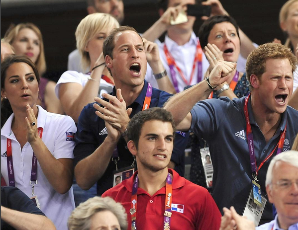 Responsáveis pelos Jogos Olímpicos de 2012, os britânicos não se esquecem desse momento.  Os duques de Cambridge, William e Kate, e o príncipe Harry recordaram essa altura e desejaram boa sorte aos atletas britânicos