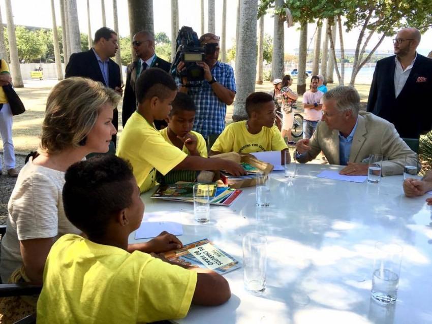 O casal real foi conhecer o projeto da organização não lucrativa Niyo no Rio de Janeiro