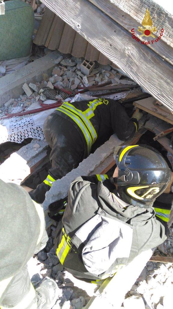 Salvamento avó e netos sismo Itália 2