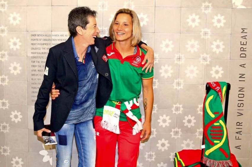 Telma Monteiro publicou uma foto com a antiga campeã olímpica, Rosa Mota, já no Rio de Janeiro. Telma foi a responsável por transportar a bandeira portuguesa na última edição dos Jogos Olímpicos, em Londres