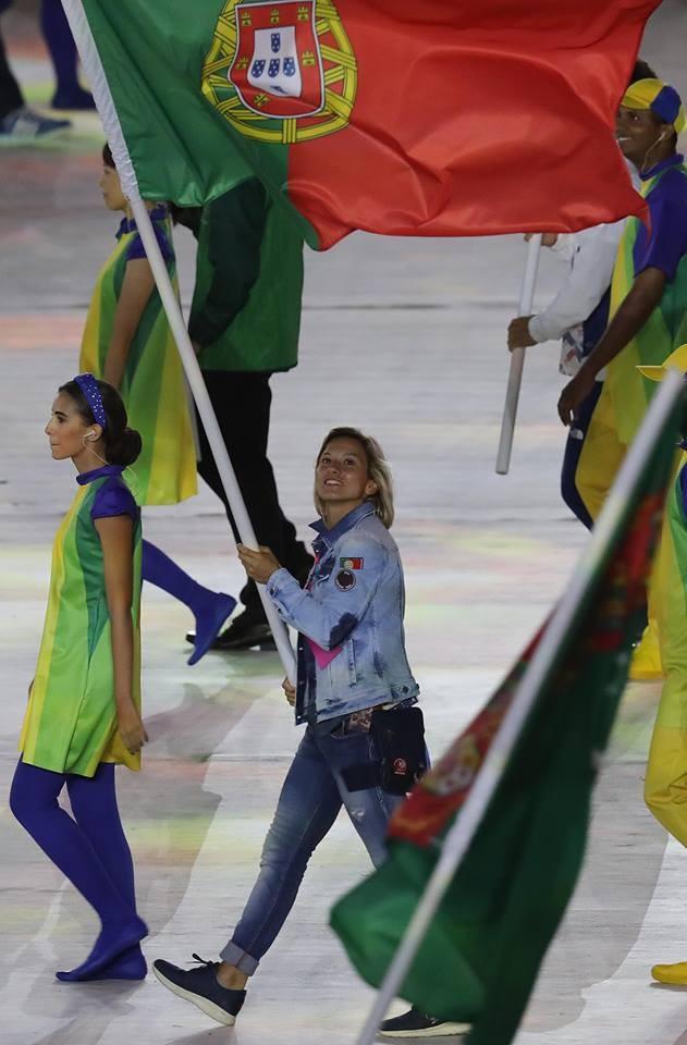 Telma Monteiro levou a bandeira na cerimónia de encerramento