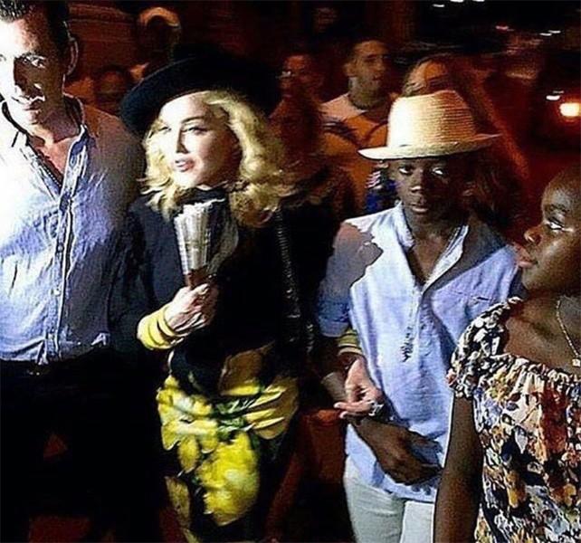 Madonna com os filhos David Banda e Mercy James