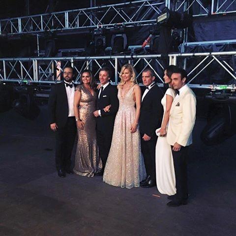 Valeria Mazza à esquerda de Antonio Banderas