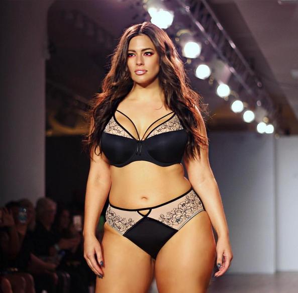 Ashley Graham apresentou a sua nova coleção de lingerie