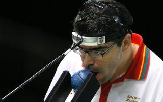 atleta-portugues-jose-macedo-lanca-bola-com-a-boca-na-final-da-bocha-mista-bc3-na-paraolimpiada-de-londres-1346780226271_1024x768