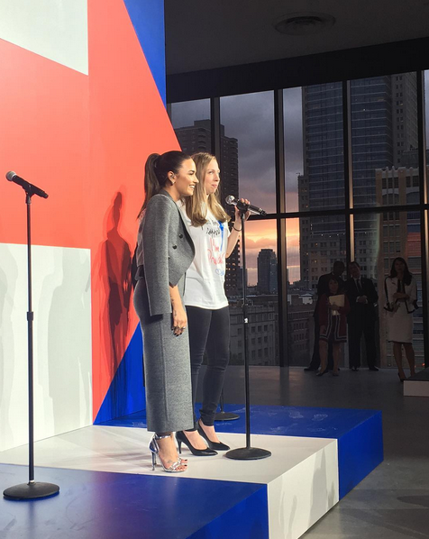 Com Chelsea Clinton, filha de Hillary Clinton, na convenção democrata