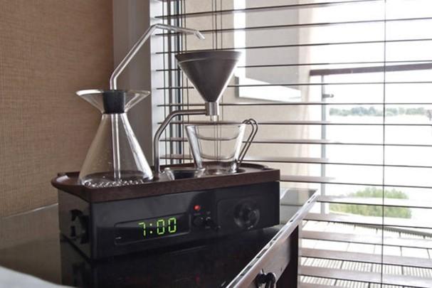 Despertador que prepara café
