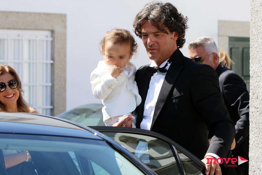 Fernando Couto e o filho após a cerimónia religiosa
