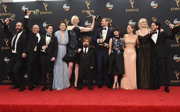 600a68ca9 A 68ª edição dos prémios Emmys decorreu na noite deste domingo, dia 18, no  teatro Microsoft de Los Angeles. Com a apresentação do humorista Jimmy  Kimmel, ...