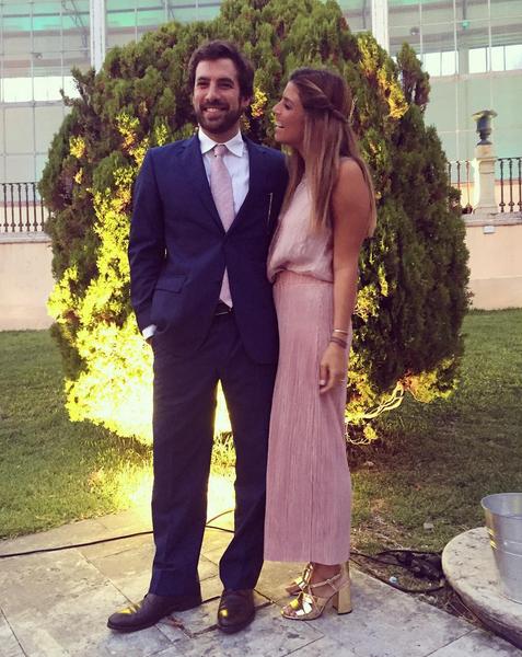 O casal foi ao casamento de amigos, antes de partirem na sua própria lua de mel