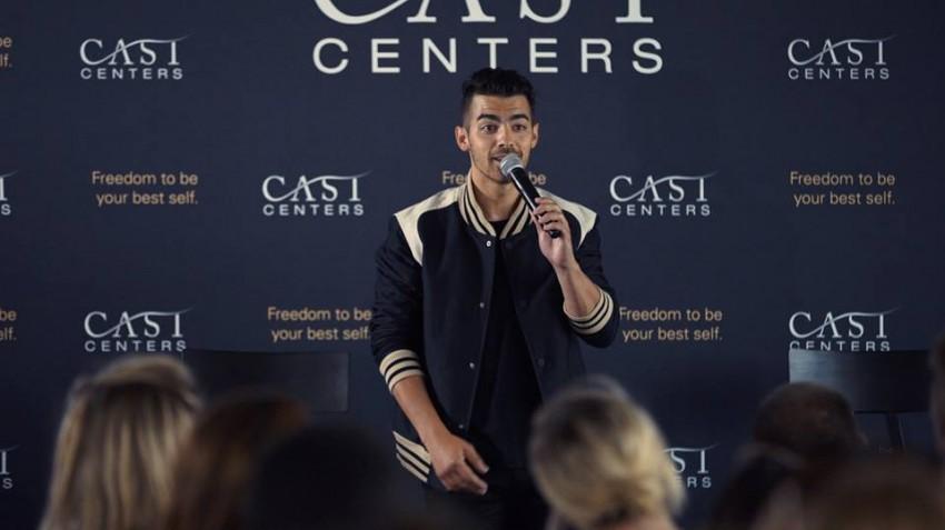 Joe Jonas a discursar