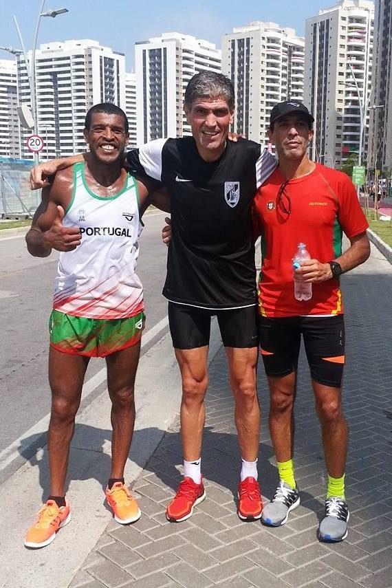 Manuel Mendes, no meio, entre Jorge Pina (à esquerda) e Gabriel Macchi (direita)
