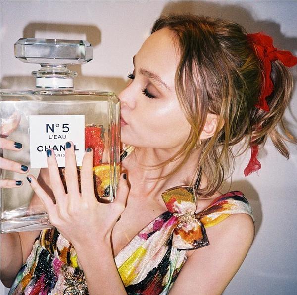 lily-rose-depp-perfume-chanel-5